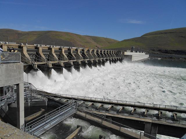 Barajul Dalles, energie hidroelectrică