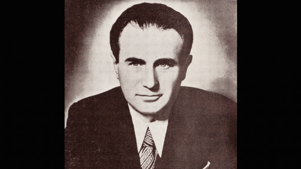 romancier, poet, dramaturg, prozator, scriitor român