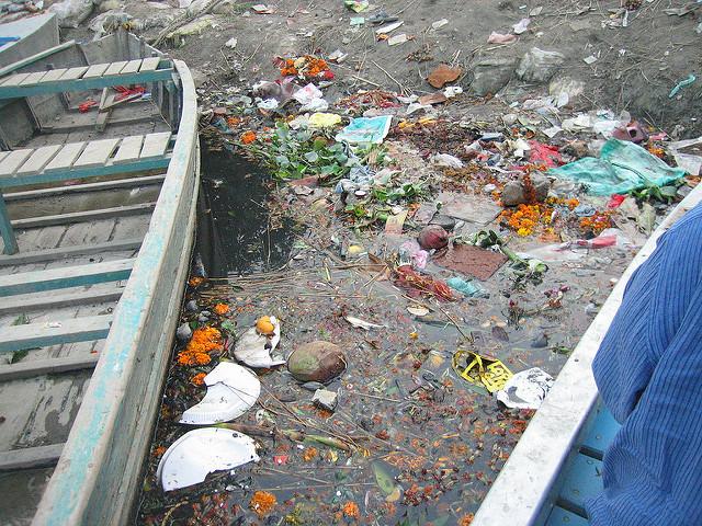 Malul râului Yamuna, poluare