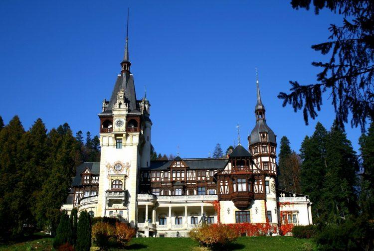 Castelul Peleş, castel românesc de lângă Sinaia, Carol I, vara