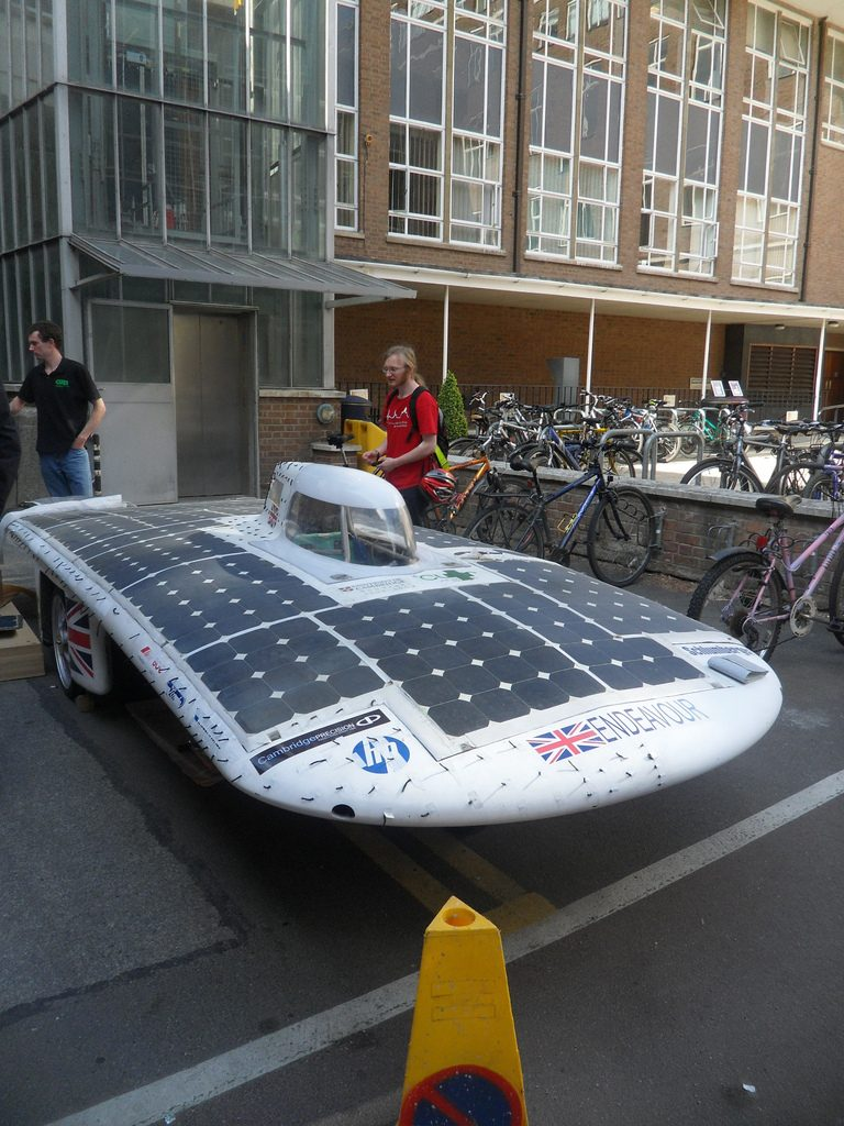 Maşină solară de curse