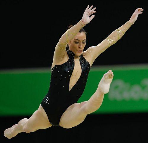 Cătălina Ponor, una din cele mai bune gimnaste din istorie, bârnă şi sol, multiplă medaliată olimpică şi mondială şi europeană