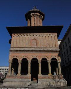 biserică ortodoxă roşie în Bucureşti vara