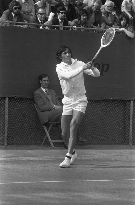 Ilie Năstase jucând la Cupa Davis, cel mai valoros jucător de tenis român, jucător de talie internaţională