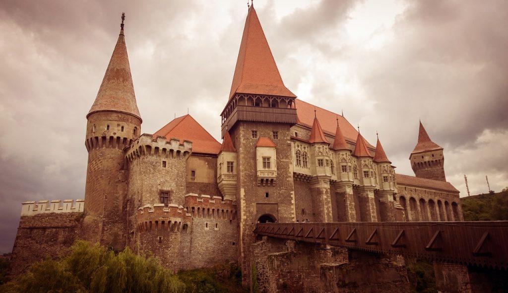 Castelul Corvinilor, Castelul Huniazilor, important monument de arhitectură gotică, castel românesc