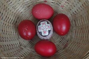 Ou încondeiat cu cruce şi 4 ouă roşii, Paşti, Învierea Domnului, tradiţie românească
